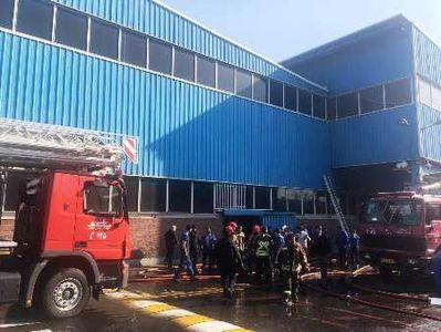مهار آتش در سالن ضایعات ایران خودرو