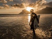 موجسواری به وقت غروب در عکس روز نشنال جئوگرافیک