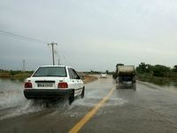 ورود سیلاب به جاده خرمشهر اهواز +فیلم