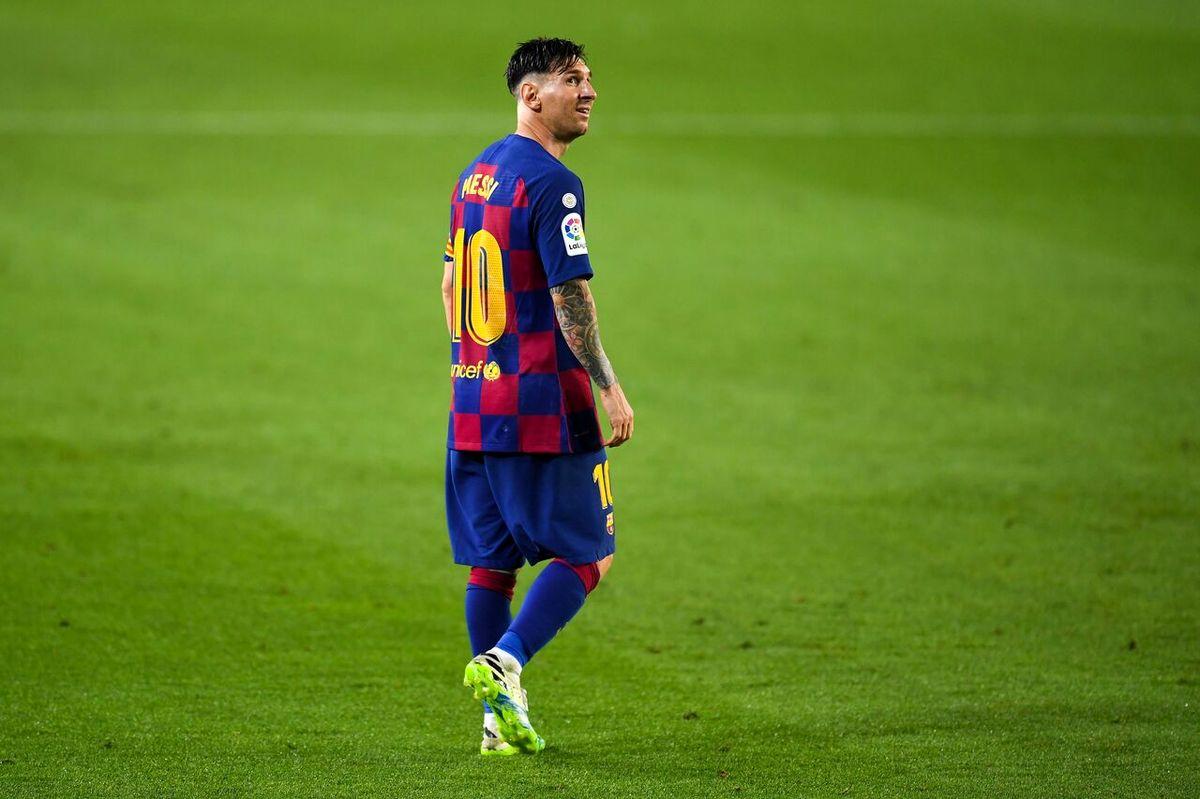 مسی در بارسلونا ماند