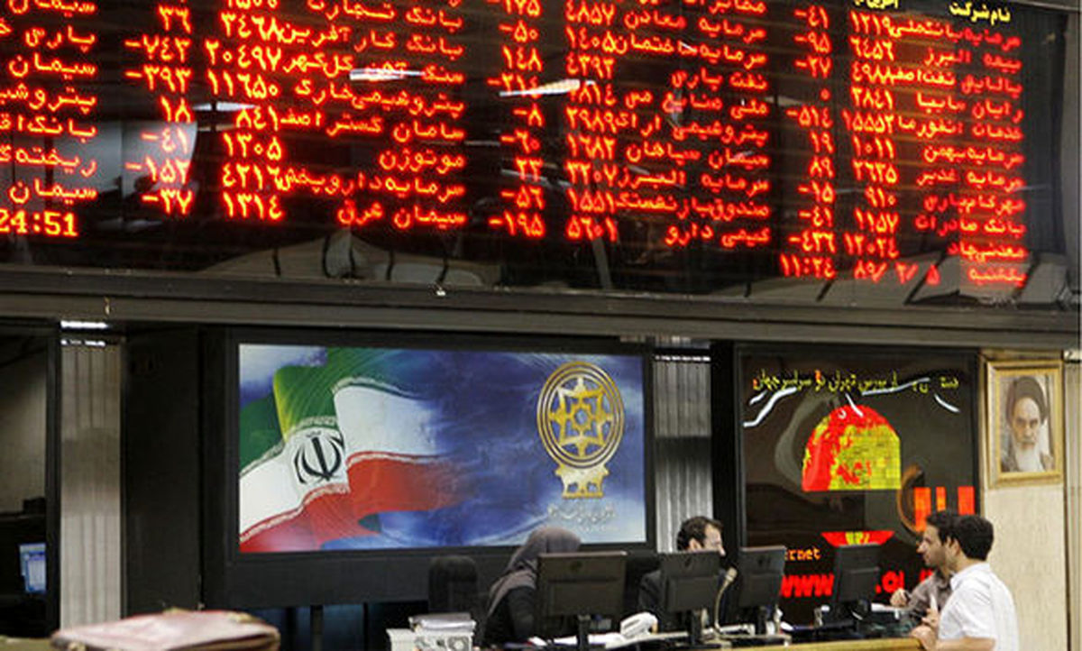 نماد ۱۲بانک و موسسه اعتباری در تالار شیشهای به رنگ سبز درآمد
