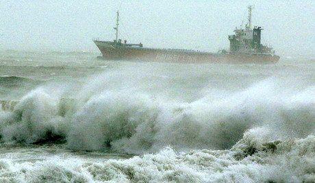 """تصاویری از طوفان سهمگین """"مانگخوت"""" در هنگ کنگ +فیلم"""