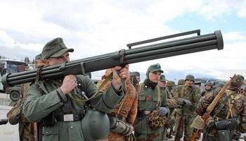 هیتلر و اولین سلاح ضدهوایی دوش پرتاب جهان +تصاویر