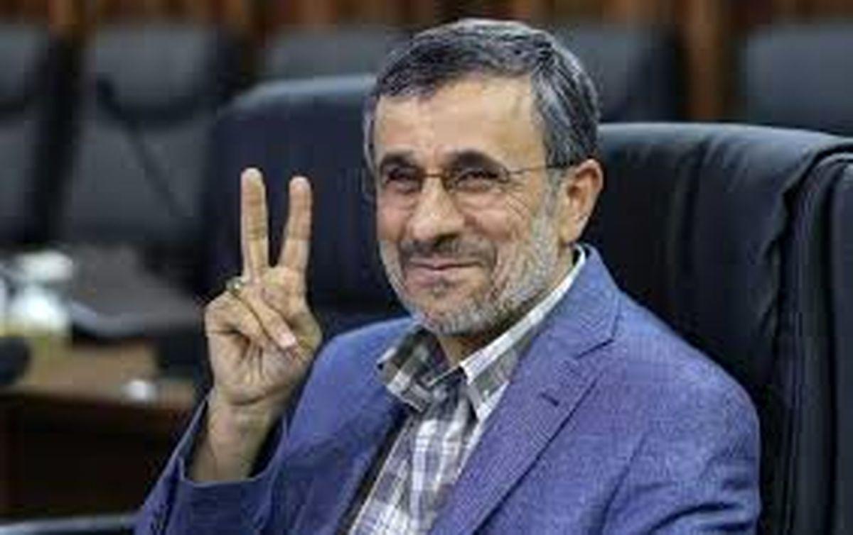 احمدی نژاد صورت مادر چاوز را بوسیده است!