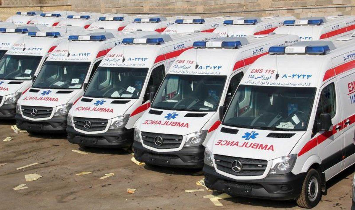 تردد برخی از مسئولان با آمبولانس!