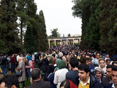لحظه تحویل سال در حافظیه شیراز +عکس