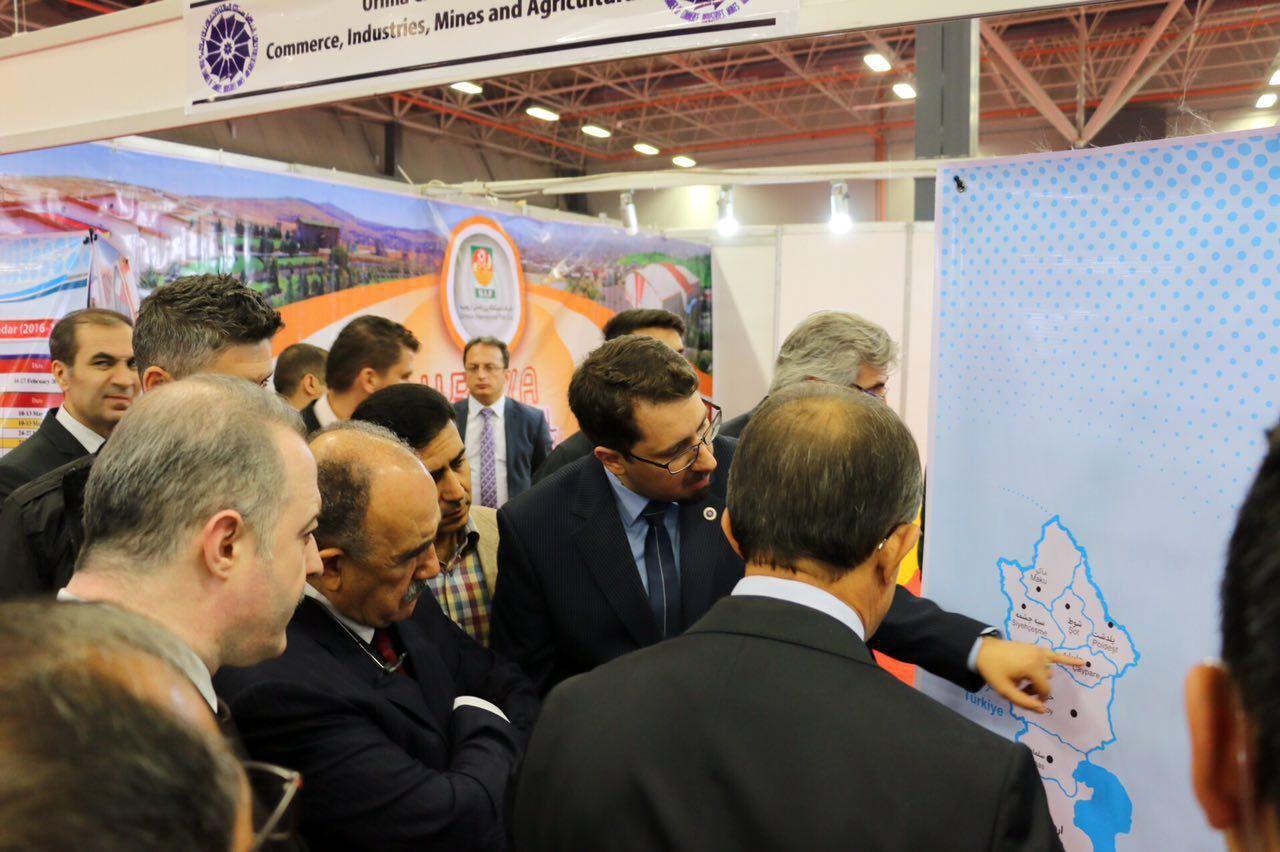 بازدید وزیر سابق دولت اردوغان از غرفه اتاق بازرگانی ارومیه+ عکس