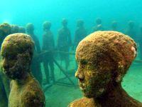 مروری بر شگفت انگیزترین نشانههای انسان زیر آب +عکس