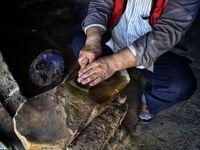 به دست آهن تفته کردن خمیر +عکس