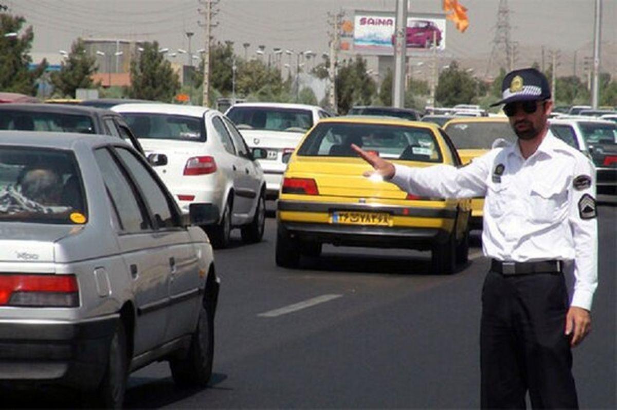 ممنوعیت تردد خودرو در ٢٢معبر در ٢٢منطقه شهر تهران
