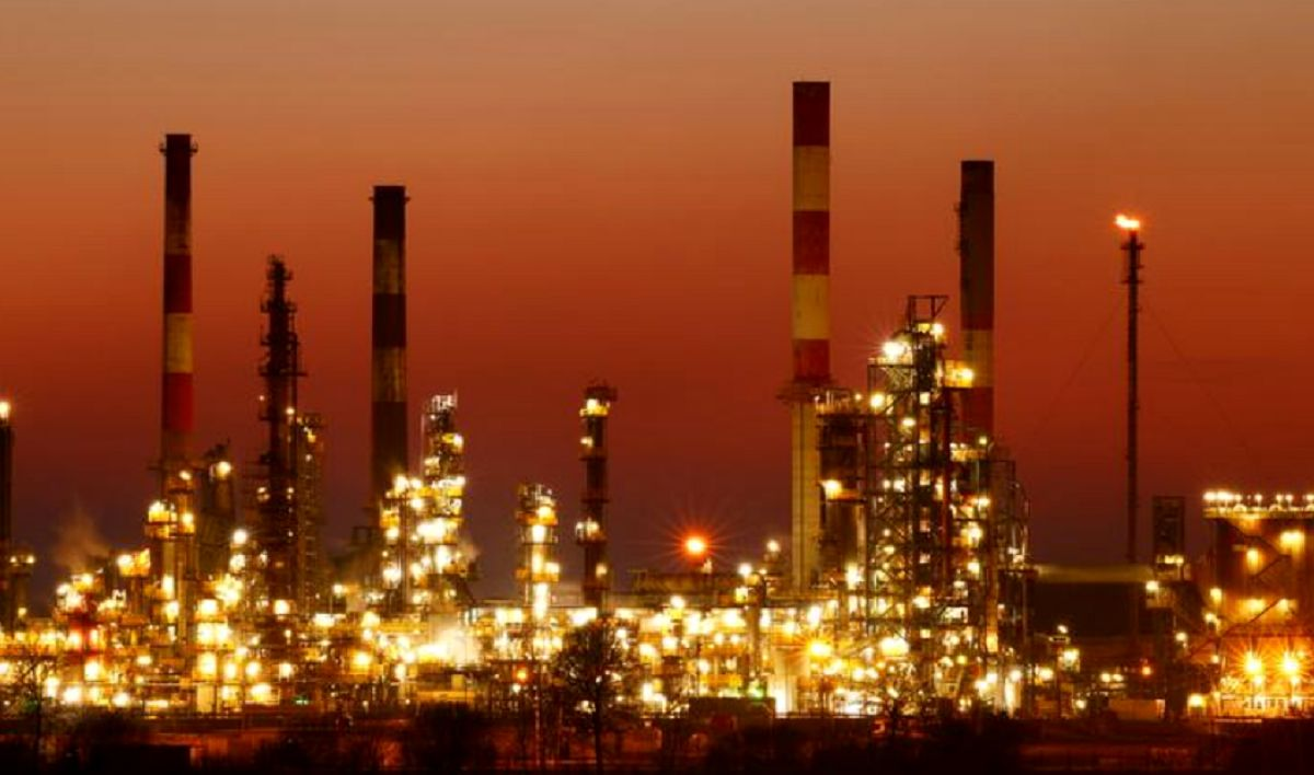 صعود قیمت نفت بر اثر تنشهای خاورمیانه / احتمال افزایش عرضه ایران جلوی رشد بیشتر را گرفت