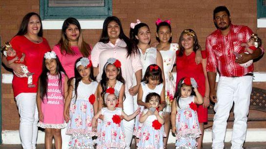 این زوج جوان چهارده دختر دارند!