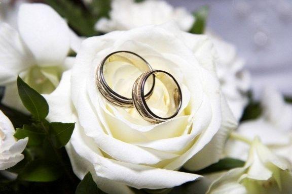 سنگ بانکها پیش پای زوجها
