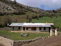 معلمی در مرتفعترین روستای گیلان +عکس