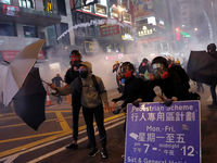 معترضان هنگ کنگی همچنان به تظاهراتشان ادامه میدهند