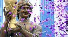 رونمایی هندیها از مجسمه ۳.۵متری مارادونا +عکس