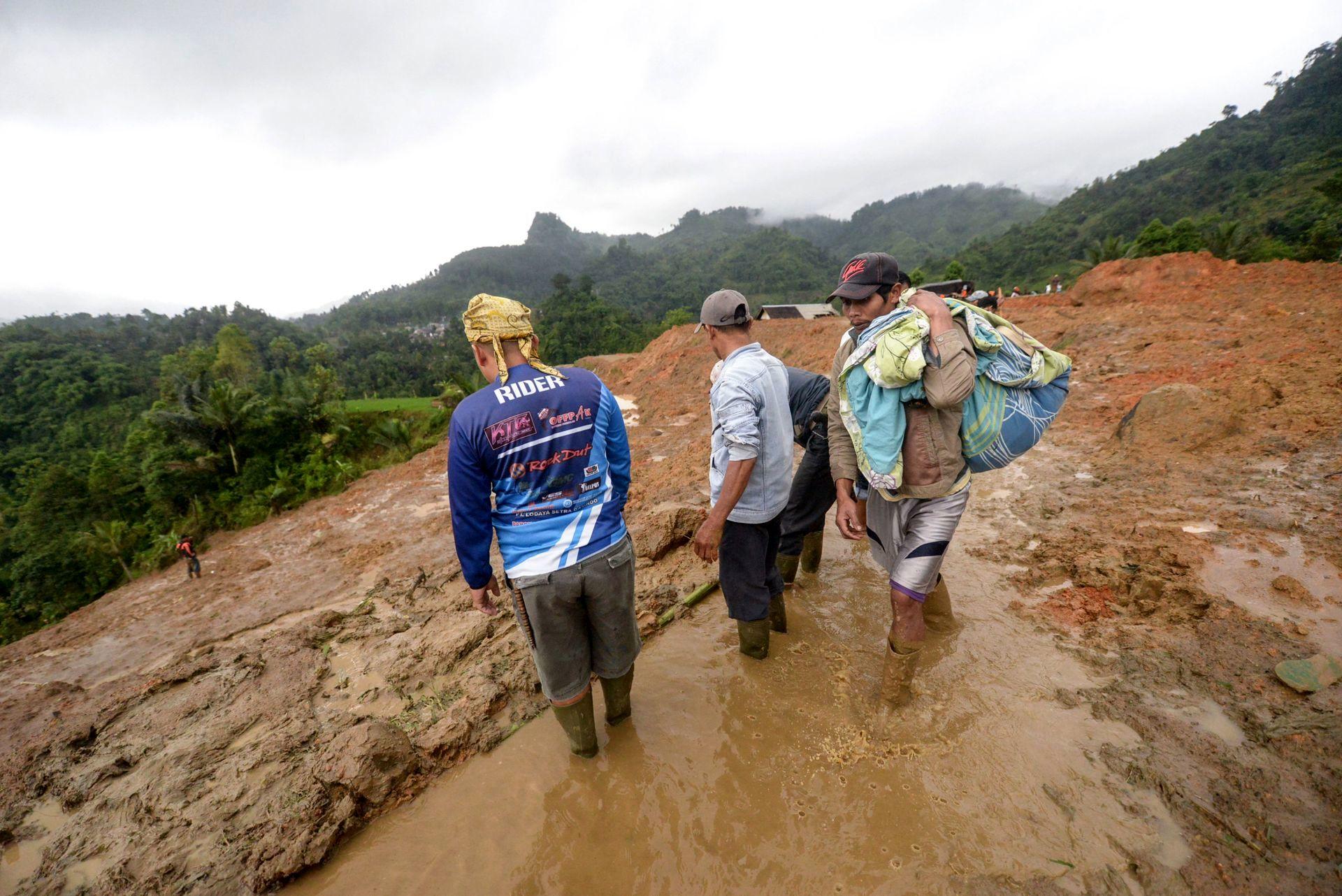 رانش زمین در اندونزی ۹ کشته برجای گذاشت