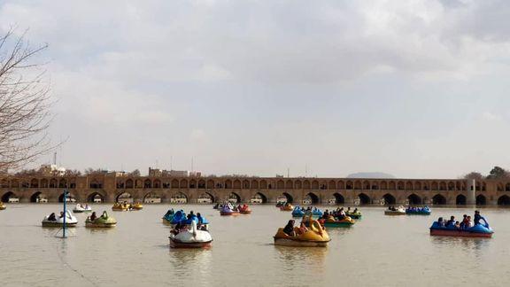 بازگشت قایقهای تفریحی روی رودخانه زایندهرود +عکس