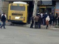 ورود اتوبوس به قنادی در قزوین! +عکس