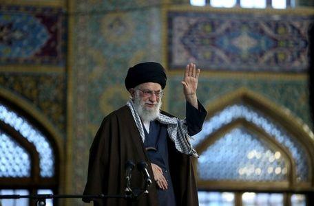 جمعی از مسئولان نظام و سفرای کشورهای اسلامی با رهبر انقلاب دیدار میکنند