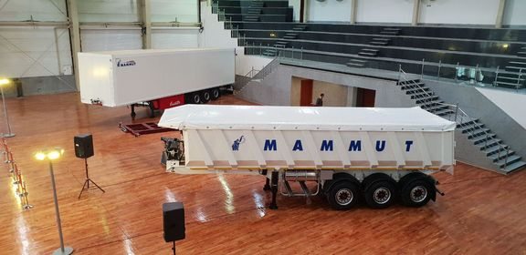 تریلر 35 متر مکعب و فوق سبک ماموت رونمایی شد