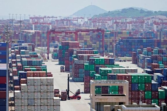 صادرات کالای غیرنفتی به ۳.۲ میلیارد دلار رسید/ صادرات در ایران بیشتر از واردات است