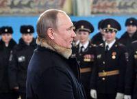 اسب سواری پوتین با زنان پلیس +تصاویر