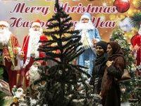 تصاویر رسانه خارجی از استقبال تهران از کریسمس +عکس