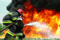 نجات ۵نفر از میان شعلههای آتش و دود