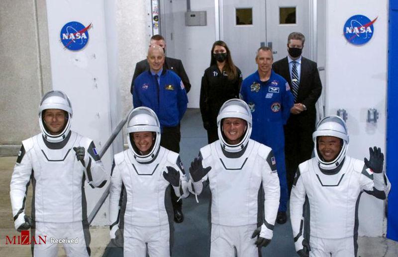 ناسا ۴فضانورد را به فضا فرستاد + عکس