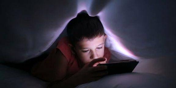نمایشگر «موبایل» مخرب خواب نوجوانان