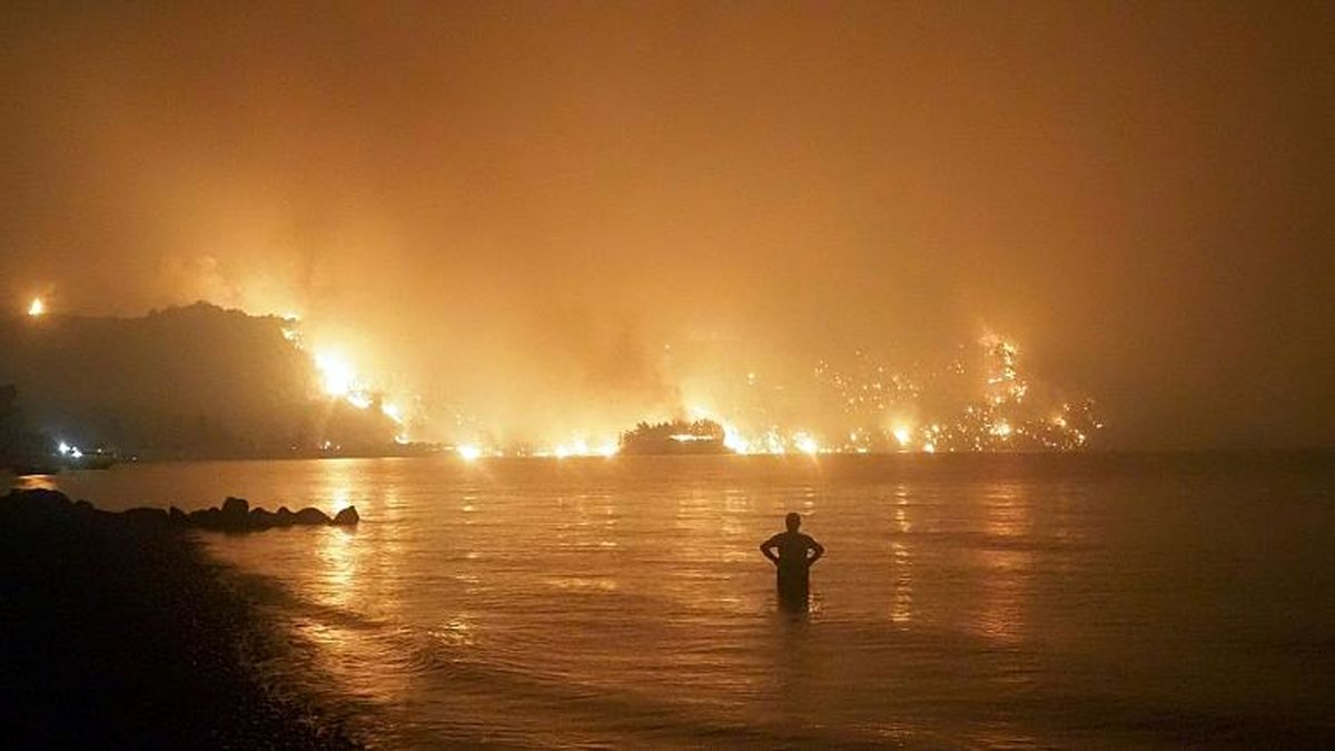 ادامه آتش سوزی های مهیب یونان و ترکیه