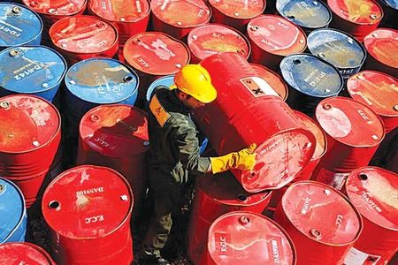 صادرات ۸۰۰ میلیون بشکه نفت در سال ۹۶