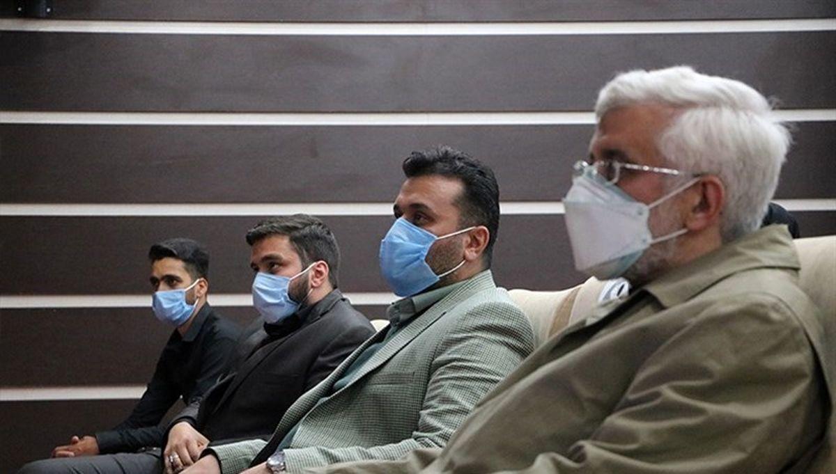 نشستن کنار سعید جلیلی ممنوع +عکس