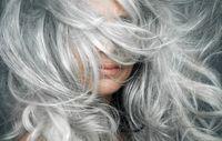 دلایل سفید شدن مو در سنین جوانی و راهکار درمان آن + عکس