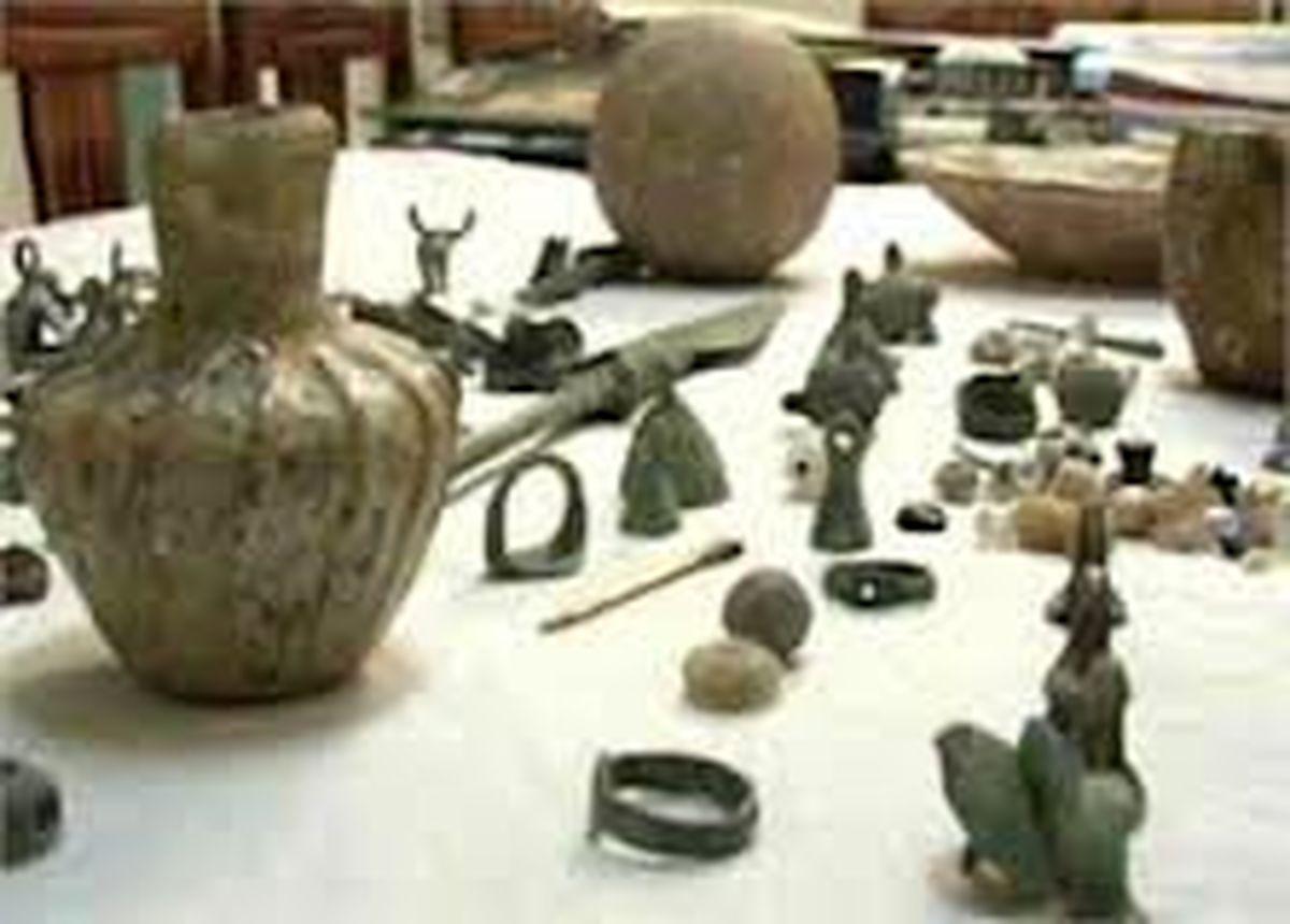 کشف عتیقههای باستانی از قاچاقچیان مرز هوایی
