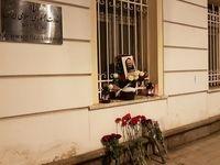 همدردی مردم روسیه مقابل سفارت ایران در پی شهادت سردار +عکس