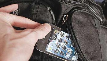 بازداشت دو موبایل قاپ هنگام سرقت در تهران