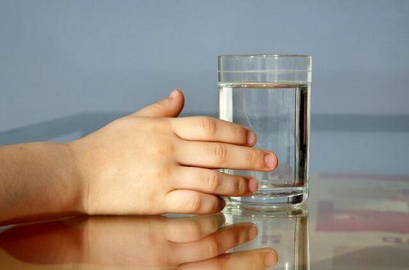 آیا شما هم آب میخورید و چاق میشوید؟!