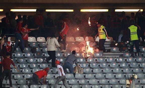 هواداران تراکتورسازی ورزشگاه آزادی را تخریب کردند