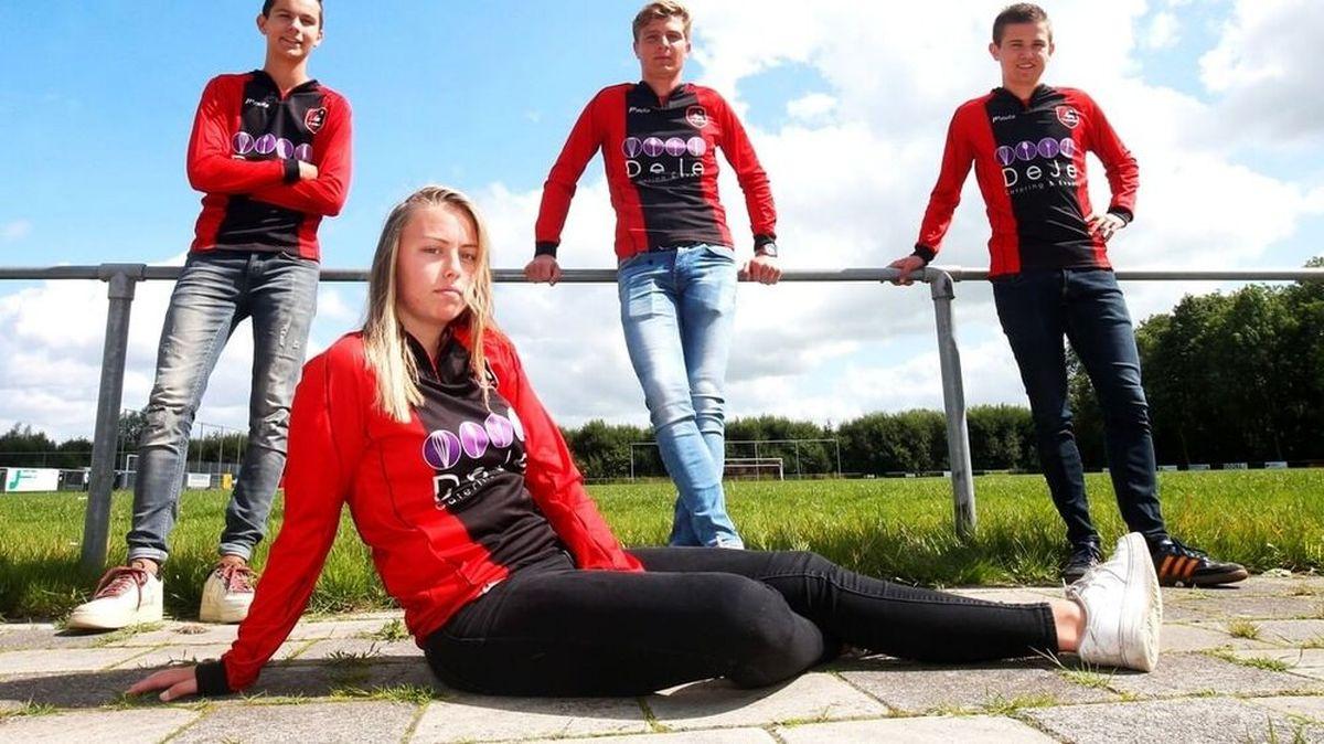 باز شدن پای یک زن به فوتبال مردان! +عکس