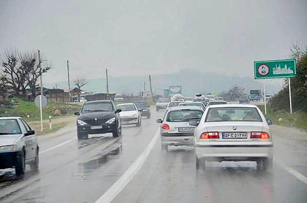 برف و باران در جادههای ۱۳استان