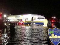 سقوط هواپیمای مسافربری درون رودخانه