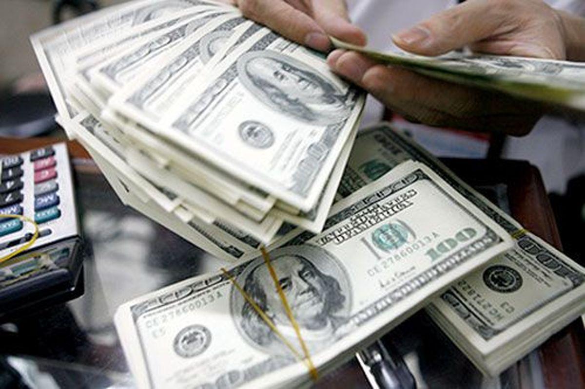 نظام ارزی کشور باید پیشبینیپذیر باشد/ نرخ ارز را در بازه منطقی مدیریت کنید
