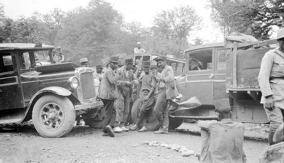 صحنه تصادف در جاده رامسر در سال۱۳۱۲ +عکس