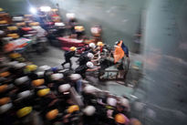 هجوم معترضان هنگ کنگ به ساختمان پارلمان +تصاویر