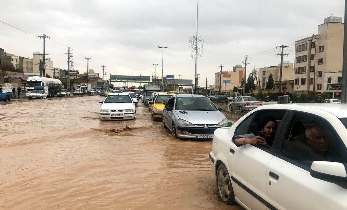 نجات معجزهآسای خانواده گرفتار در سیلاب توسط یگان ویژه