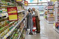 چرا ایرانیها به تاریخ انقضای محصولات توجه نمیکنند؟