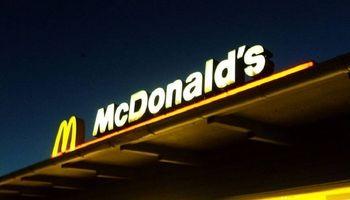 اخراج مدیر مکدونالدز به دلیل قرار گذاشتن با کارمند خانم