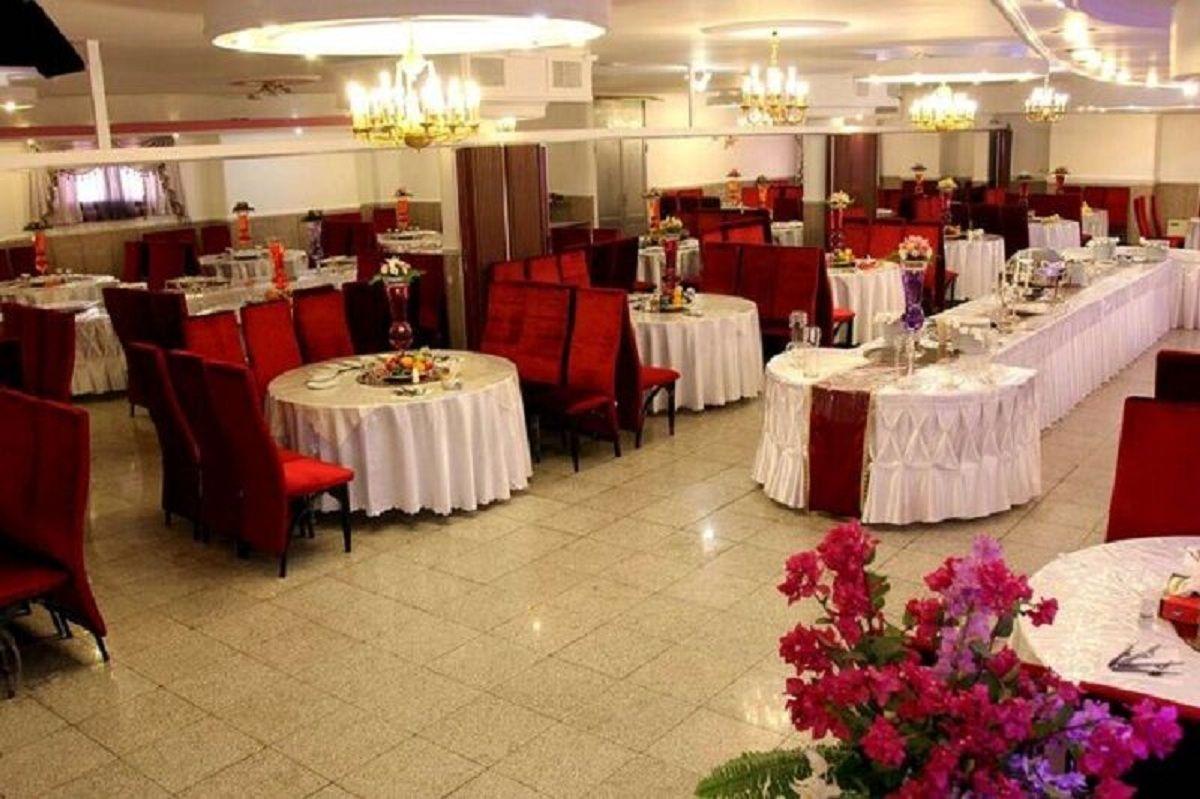 وضعیت بازگشایی تالارهای پذیرایی در روزهای نارنجی کرونا